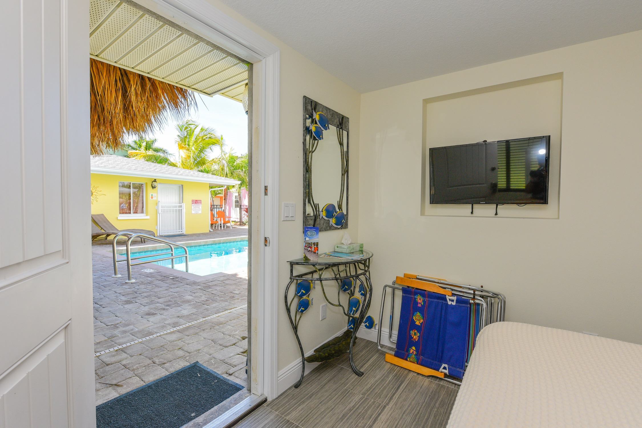 Studio Queen Sarasota Beach Villas Hotel