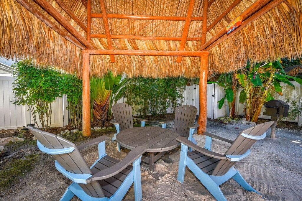 Studio Queen Sarasota Beach Villas Hotel